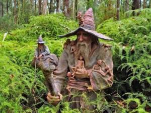 foret enchantee. Charmed forest. Sorcier. sculpture bois. Wizard wallpaper